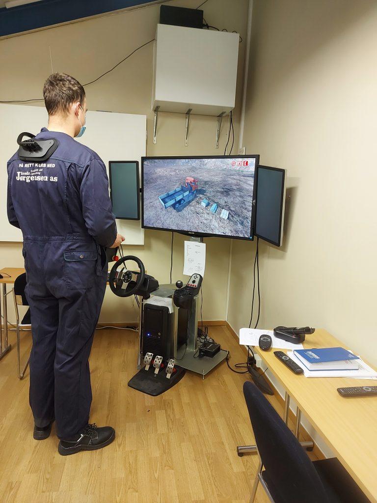 Elev prøver simulatoren